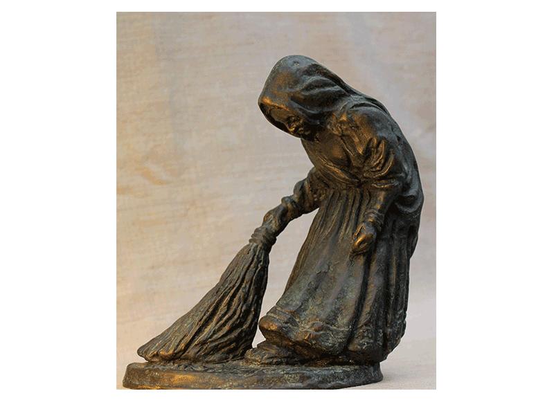 rq-art.com-clara-quien-sculptures03-Indian sweeping woman